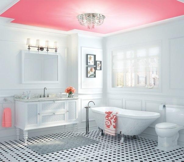 Яркий потолок в ванной