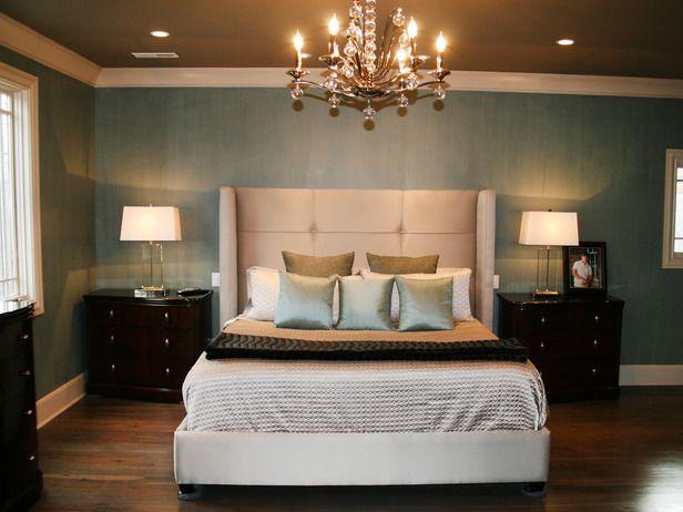 Шоколадный натяжной потолок в спальне