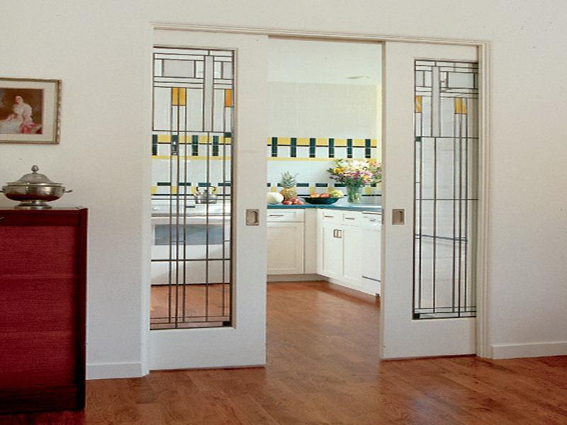 Стеклянная дверь в кухне