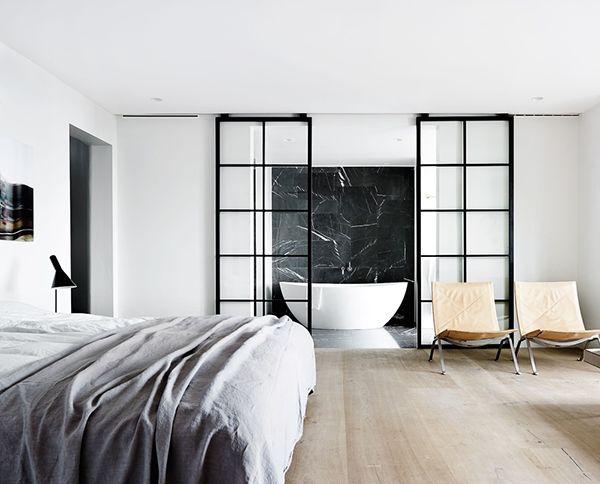 Спальня с ванной в стиле минимализм
